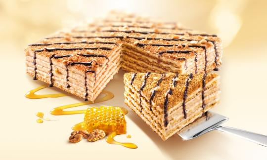 Honigtorte MARLENKA mit Walnüssen